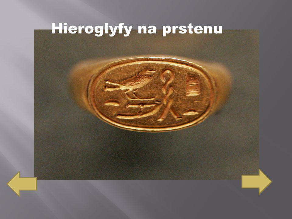 Hieroglyfy na prstenu