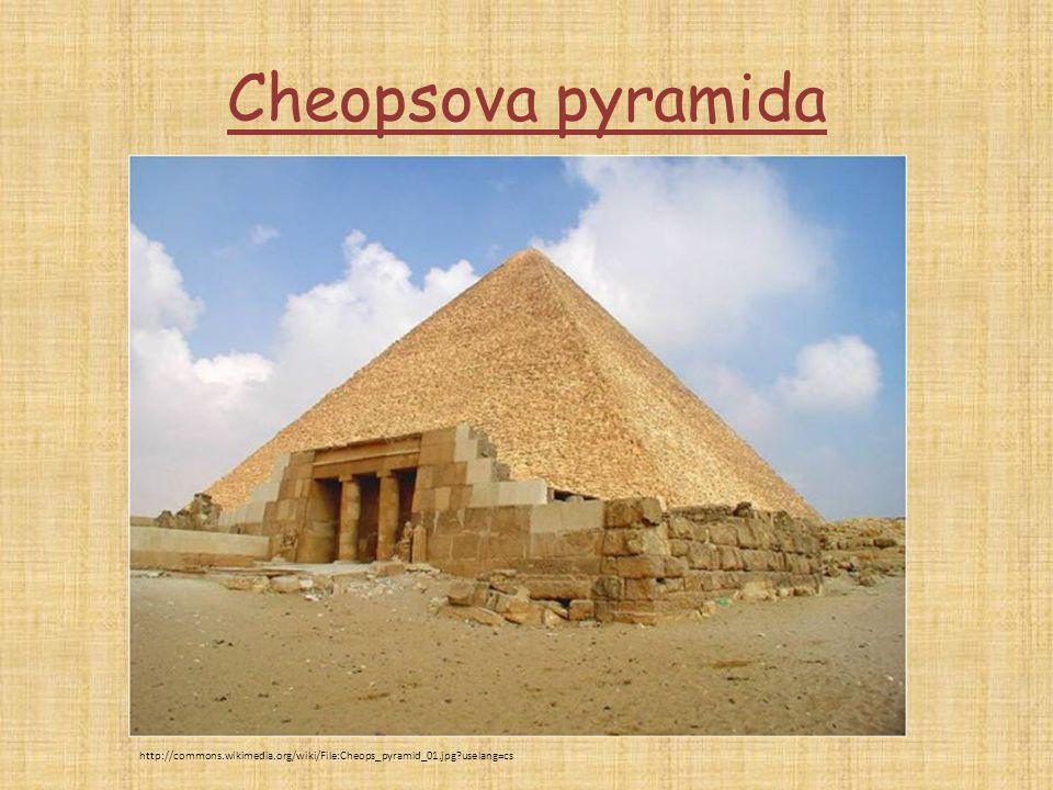 Cheopsova pyramida http://commons.wikimedia.org/wiki/File:Cheops_pyramid_01.jpg?uselang=cs