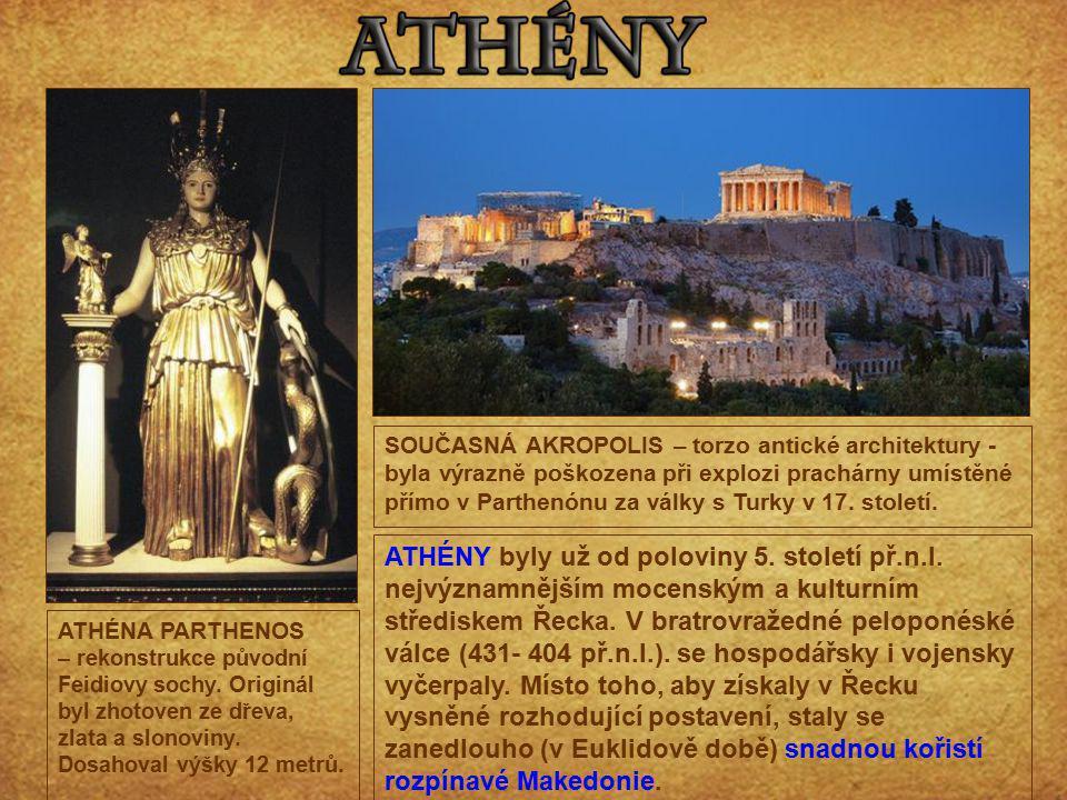 SOUČASNÁ AKROPOLIS – torzo antické architektury - byla výrazně poškozena při explozi prachárny umístěné přímo v Parthenónu za války s Turky v 17. století.