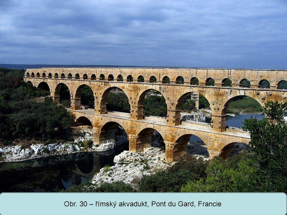 Obr. 30 – římský akvadukt, Pont du Gard, Francie