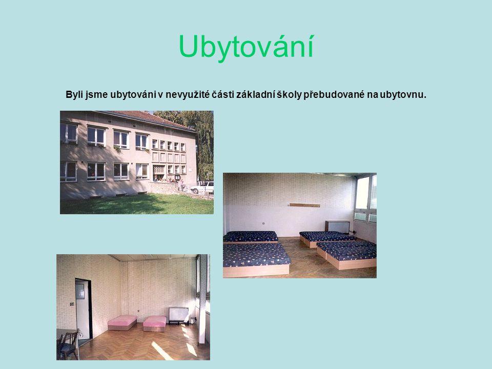 Ubytování Byli jsme ubytováni v nevyužité části základní školy přebudované na ubytovnu.