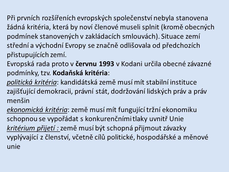 Při prvních rozšířeních evropských společenství nebyla stanovena žádná kritéria, která by noví členové museli splnit (kromě obecných podmínek stanovených v zakládacích smlouvách). Situace zemí střední a východní Evropy se značně odlišovala od předchozích přistupujících zemí.