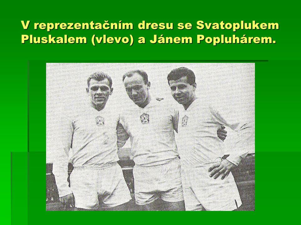 V reprezentačním dresu se Svatoplukem Pluskalem (vlevo) a Jánem Popluhárem.