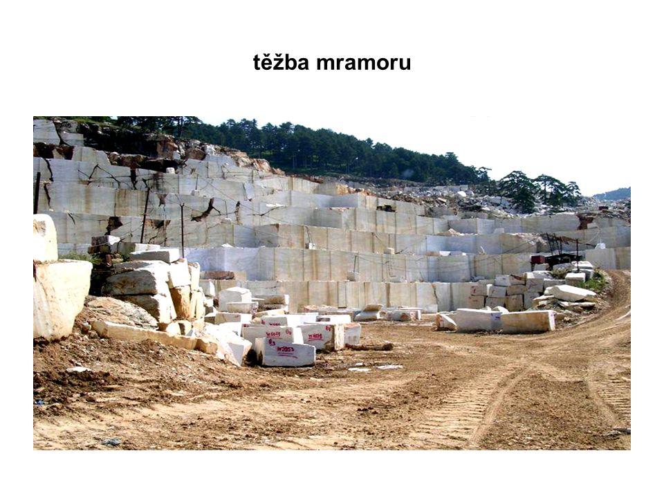 těžba mramoru