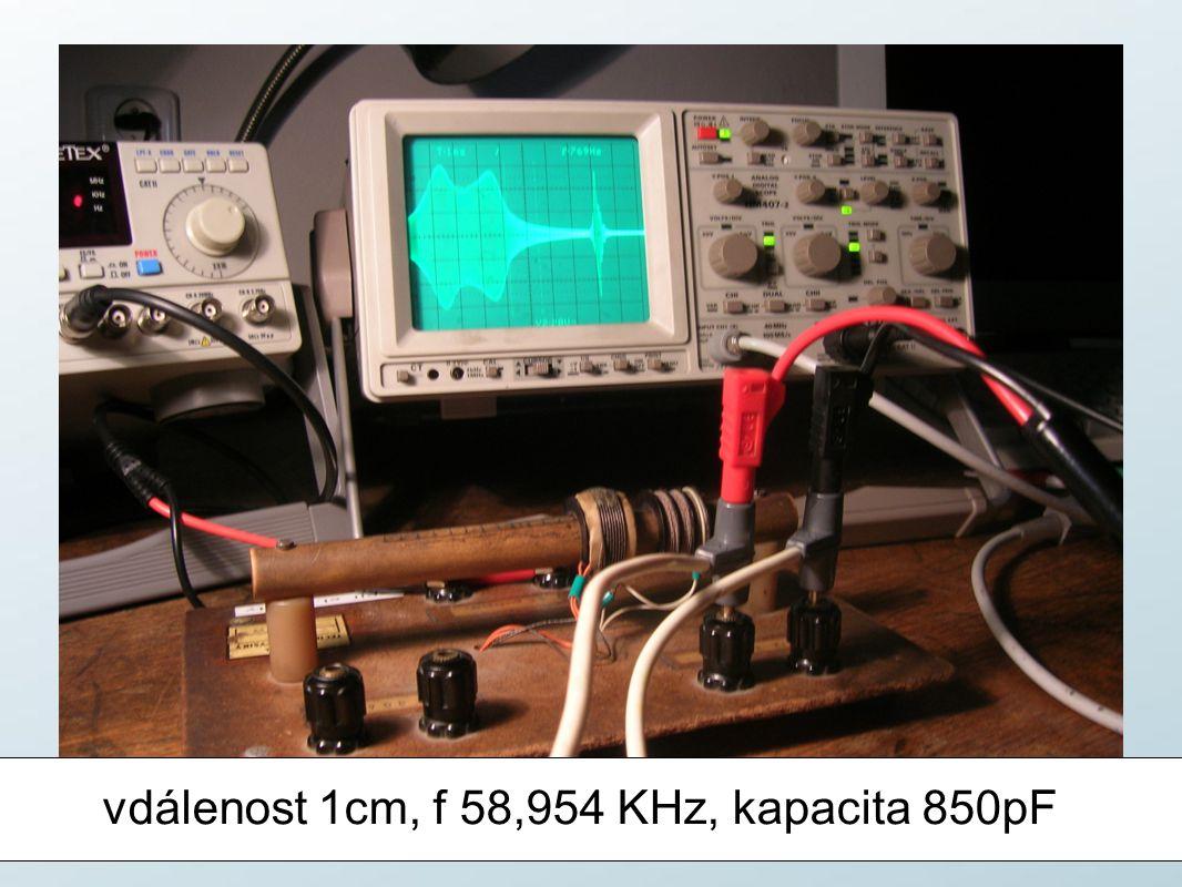 vdálenost 1cm, f 58,954 KHz, kapacita 850pF