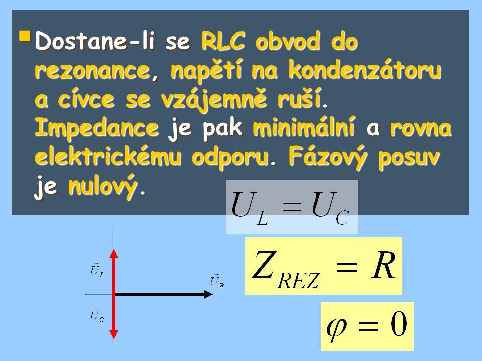 Dostane-li se RLC obvod do rezonance, napětí na kondenzátoru a cívce se vzájemně ruší.