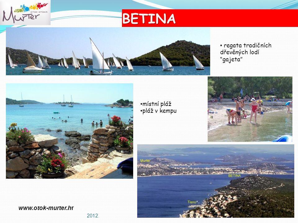 BETINA regata tradičních dřevěných lodí gajeta místní pláž