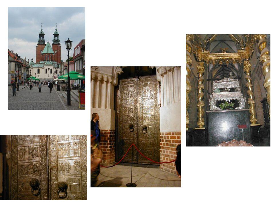 Hnězdno: celkový pohled na katedrálu, bronzové dveře a pohled na rakev, údajně s ostatky sv.