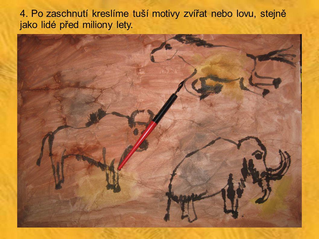 4. Po zaschnutí kreslíme tuší motivy zvířat nebo lovu, stejně jako lidé před miliony lety.