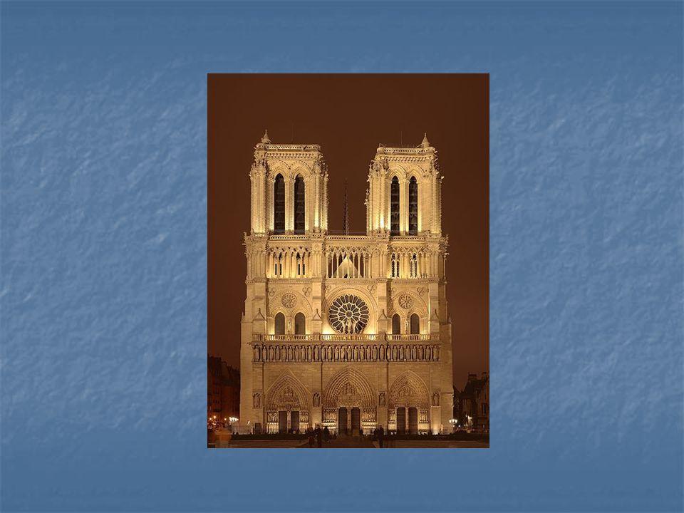 Pohled na průčelí katedrály Notre Dame v Paříži