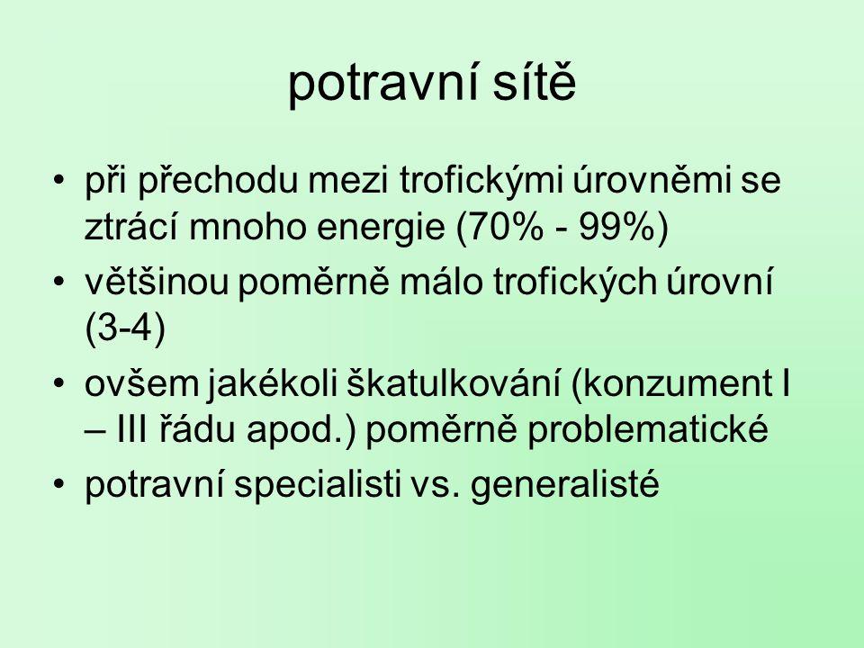 potravní sítě při přechodu mezi trofickými úrovněmi se ztrácí mnoho energie (70% - 99%) většinou poměrně málo trofických úrovní (3-4)