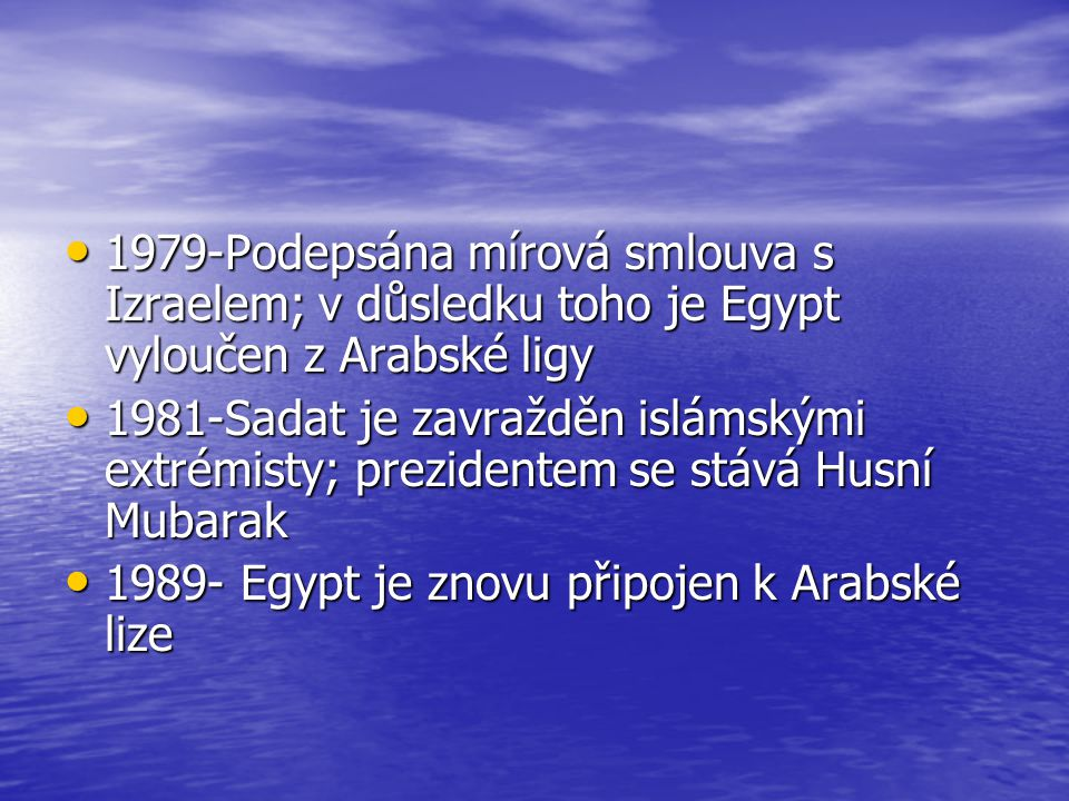 1979-Podepsána mírová smlouva s Izraelem; v důsledku toho je Egypt vyloučen z Arabské ligy