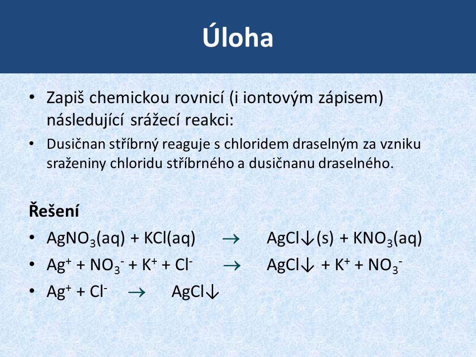 Úloha Zapiš chemickou rovnicí (i iontovým zápisem) následující srážecí reakci:
