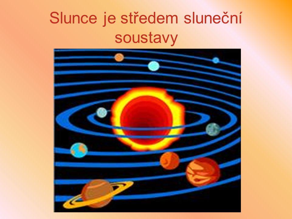 Slunce je středem sluneční soustavy