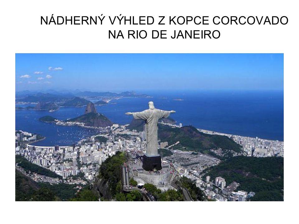 NÁDHERNÝ VÝHLED Z KOPCE CORCOVADO NA RIO DE JANEIRO