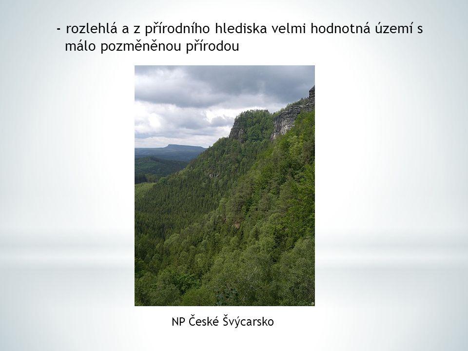 - rozlehlá a z přírodního hlediska velmi hodnotná území s