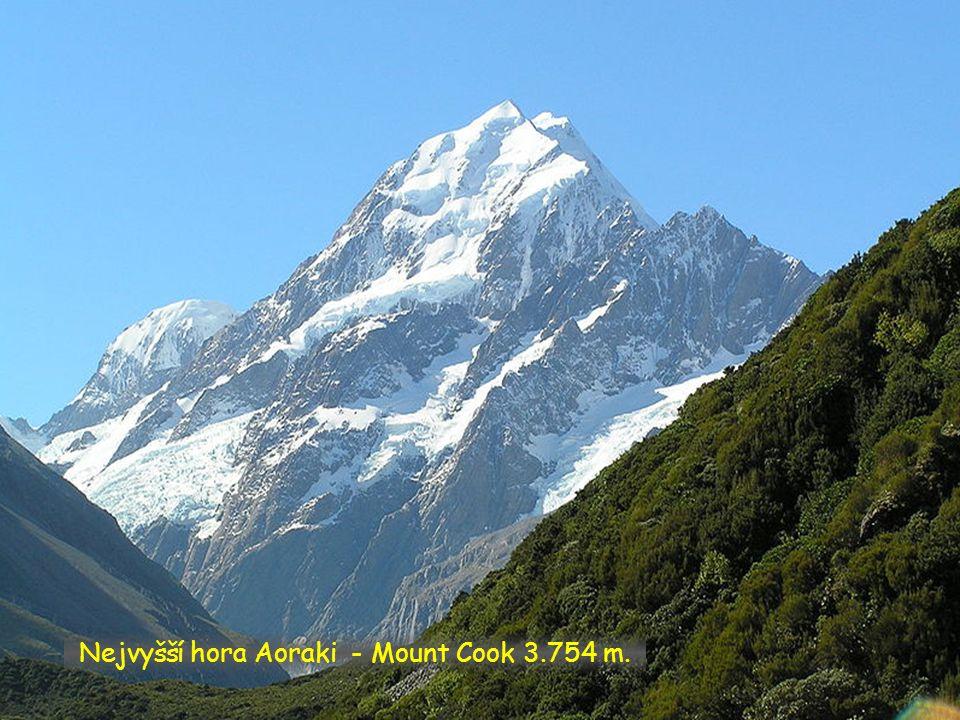 Nejvyšší hora Aoraki - Mount Cook 3.754 m.