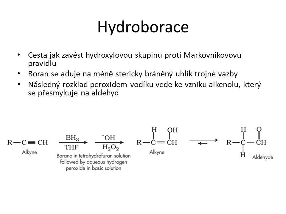 Hydroborace Cesta jak zavést hydroxylovou skupinu proti Markovnikovovu pravidlu. Boran se aduje na méně stericky bráněný uhlík trojné vazby.