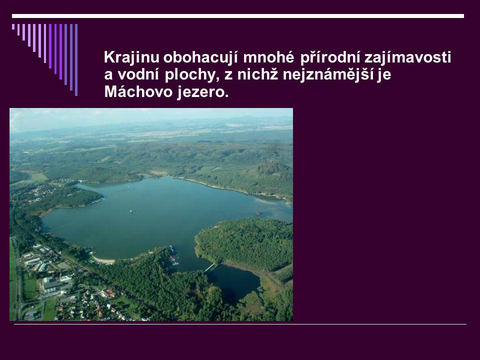 Krajinu obohacují mnohé přírodní zajímavosti a vodní plochy, z nichž nejznámější je Máchovo jezero.