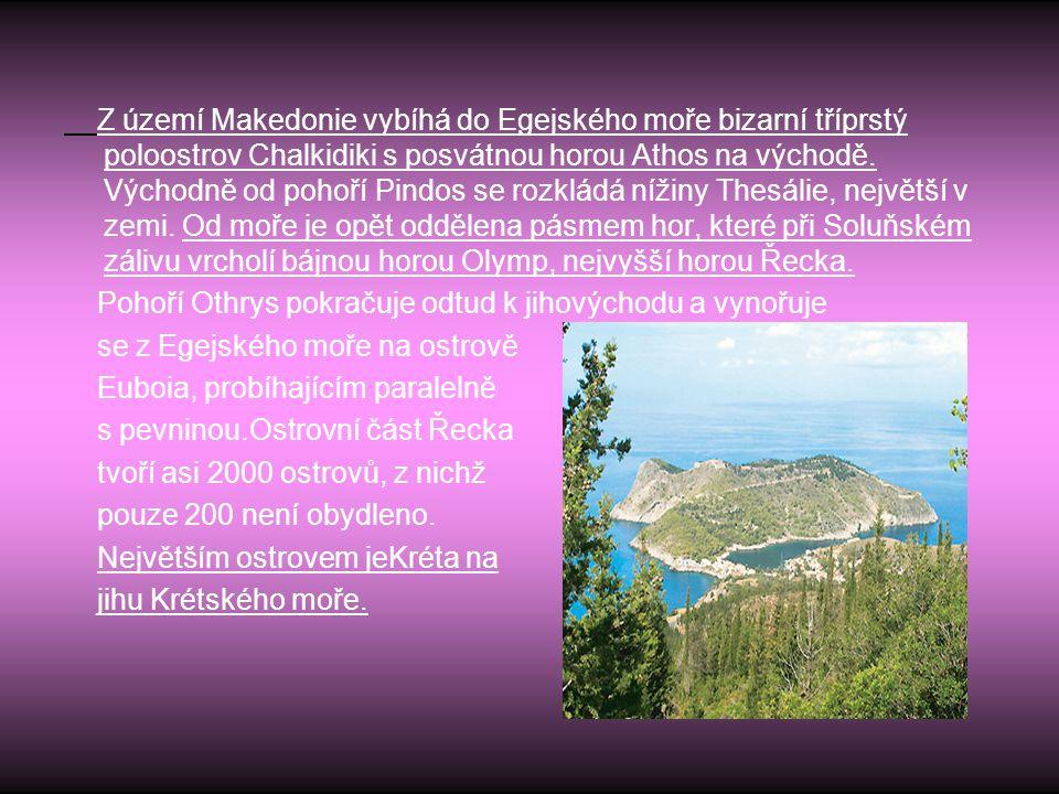 Z území Makedonie vybíhá do Egejského moře bizarní tříprstý poloostrov Chalkidiki s posvátnou horou Athos na východě. Východně od pohoří Pindos se rozkládá nížiny Thesálie, největší v zemi. Od moře je opět oddělena pásmem hor, které při Soluňském zálivu vrcholí bájnou horou Olymp, nejvyšší horou Řecka.