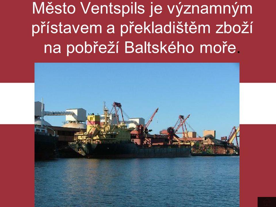Město Ventspils je významným přístavem a překladištěm zboží na pobřeží Baltského moře.