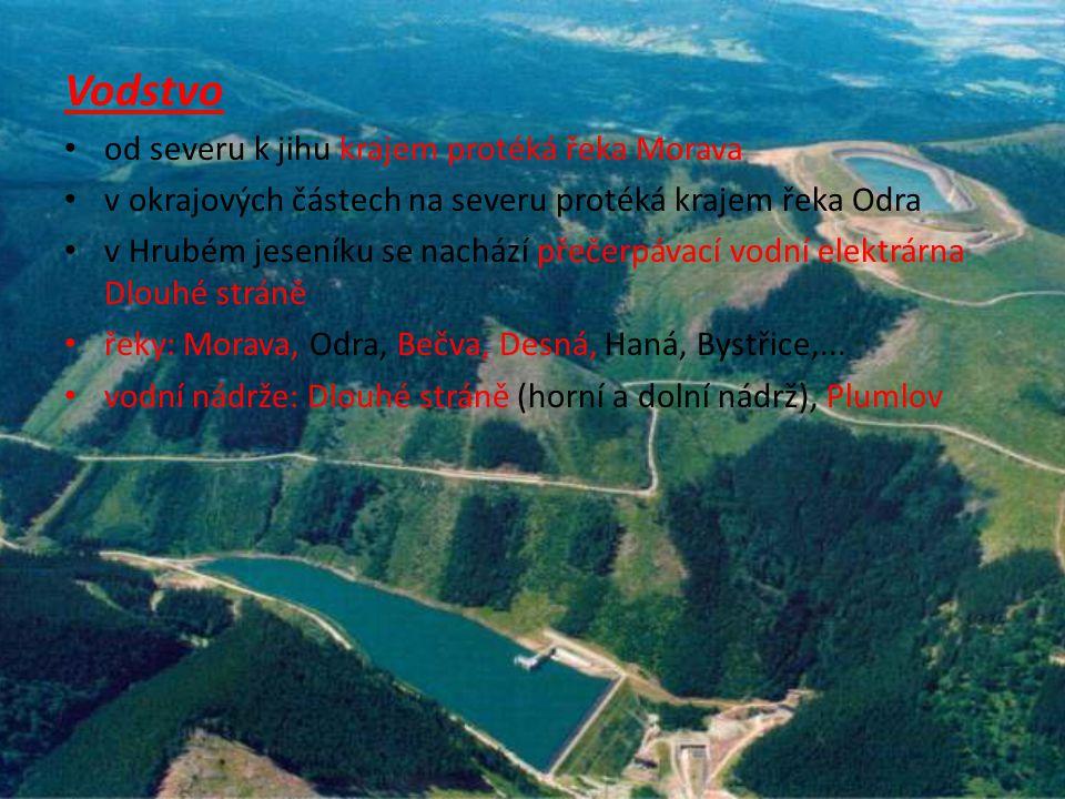 Vodstvo od severu k jihu krajem protéká řeka Morava