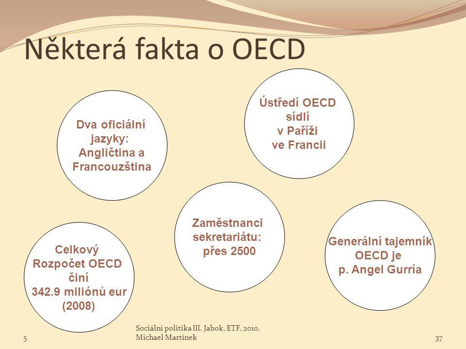 Některá fakta o OECD Ústředí OECD sídlí v Paříži Dva oficiální