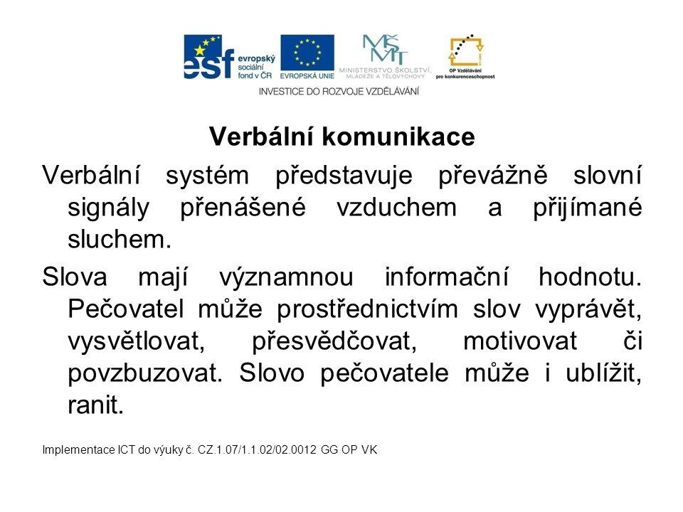 Verbální komunikace Verbální systém představuje převážně slovní signály přenášené vzduchem a přijímané sluchem.