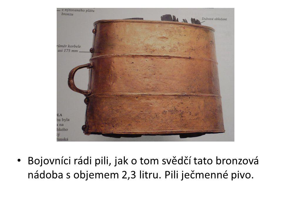 Bojovníci rádi pili, jak o tom svědčí tato bronzová nádoba s objemem 2,3 litru. Pili ječmenné pivo.