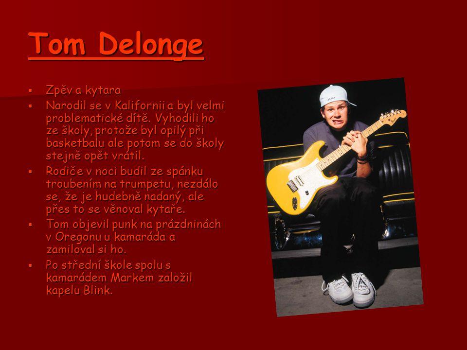 Tom Delonge Zpěv a kytara