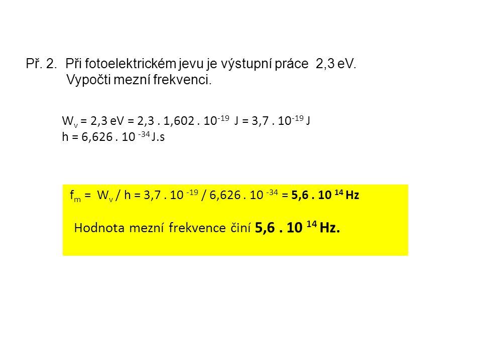 Hodnota mezní frekvence činí 5,6 . 10 14 Hz.