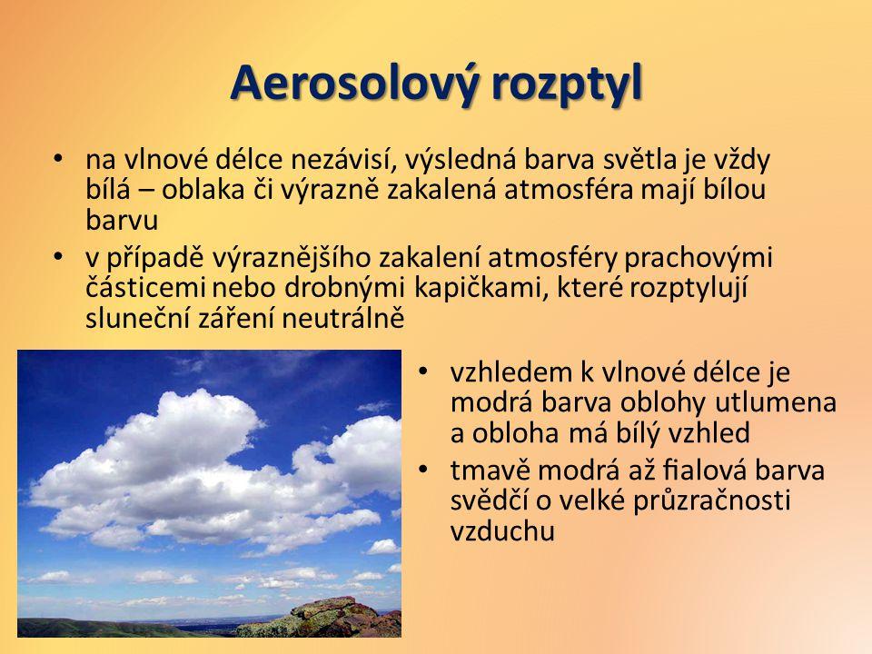 Aerosolový rozptyl na vlnové délce nezávisí, výsledná barva světla je vždy bílá – oblaka či výrazně zakalená atmosféra mají bílou barvu.