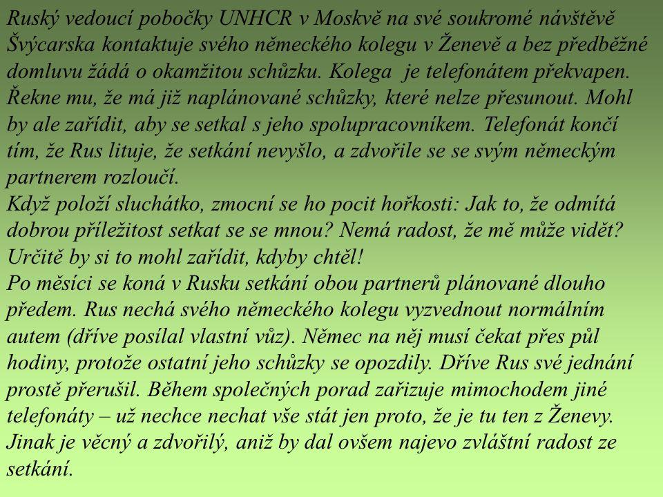 Ruský vedoucí pobočky UNHCR v Moskvě na své soukromé návštěvě Švýcarska kontaktuje svého německého kolegu v Ženevě a bez předběžné domluvu žádá o okamžitou schůzku. Kolega je telefonátem překvapen. Řekne mu, že má již naplánované schůzky, které nelze přesunout. Mohl by ale zařídit, aby se setkal s jeho spolupracovníkem. Telefonát končí tím, že Rus lituje, že setkání nevyšlo, a zdvořile se se svým německým partnerem rozloučí.