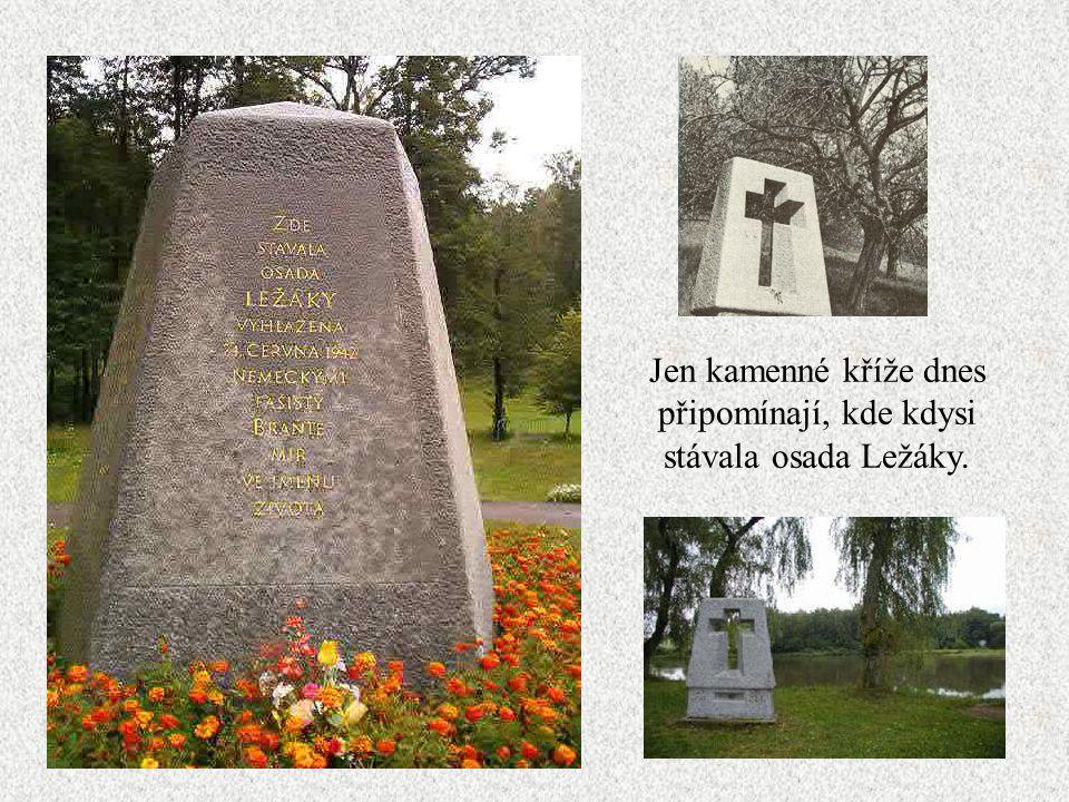 Jen kamenné kříže dnes připomínají, kde kdysi stávala osada Ležáky.