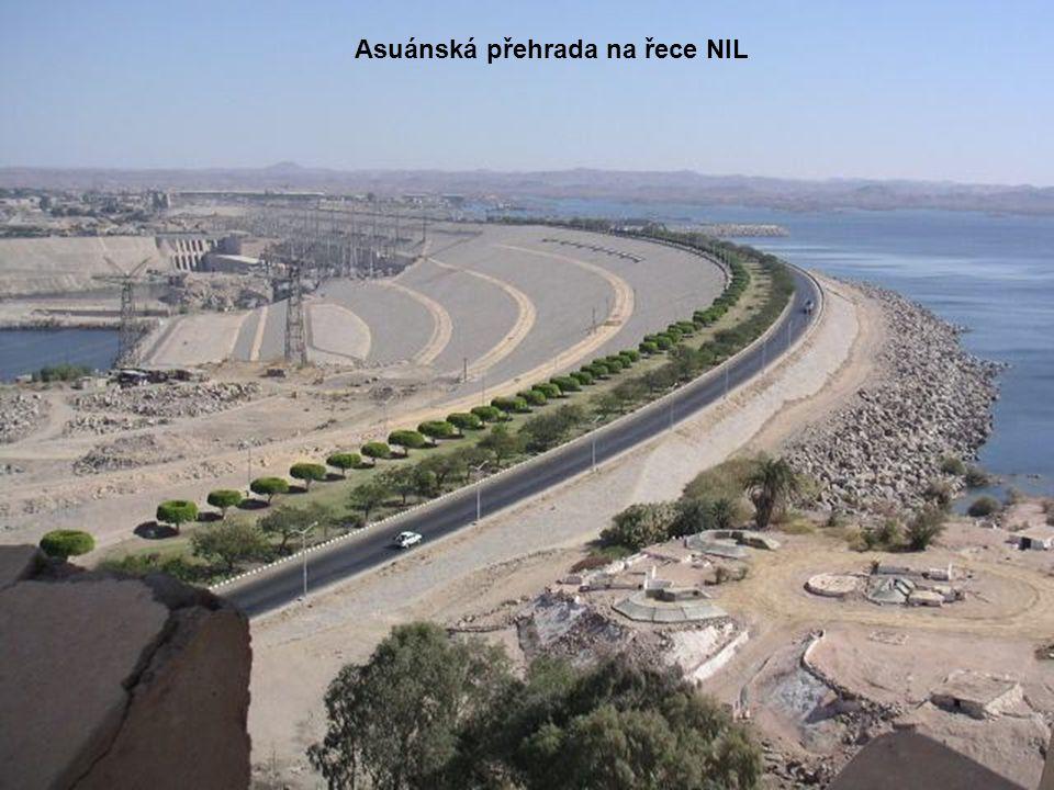 Asuánská přehrada na řece NIL