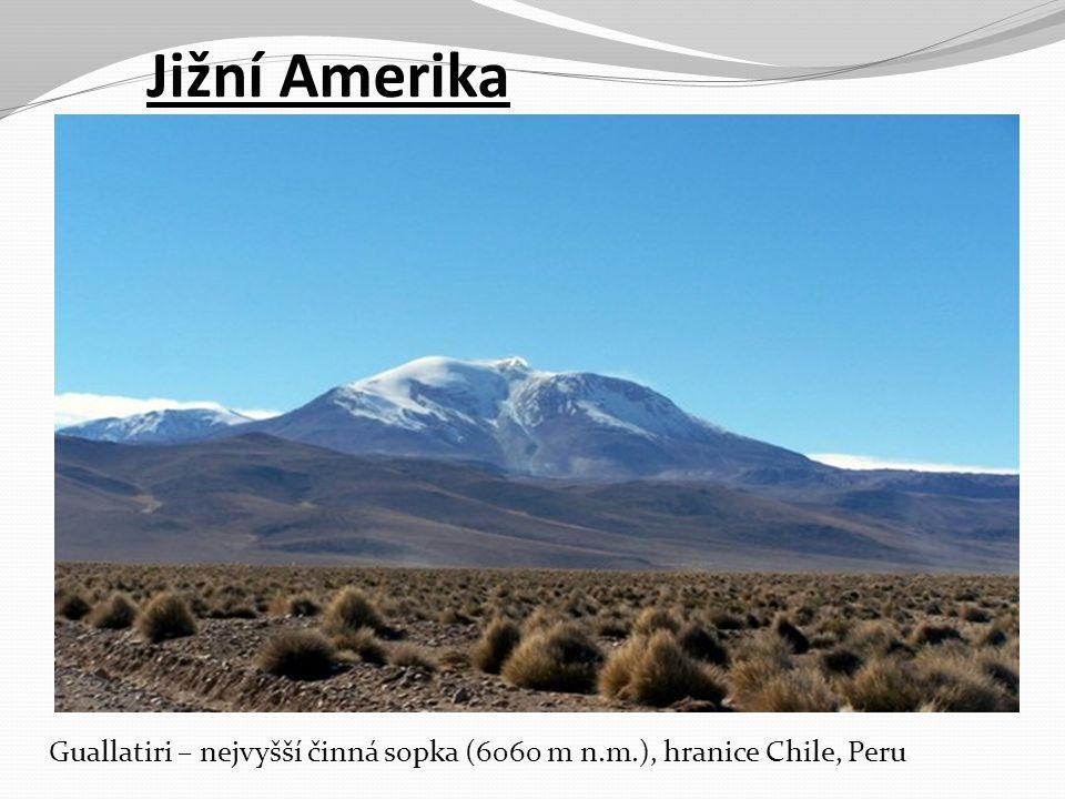 Jižní Amerika Guallatiri – nejvyšší činná sopka (6060 m n.m.), hranice Chile, Peru