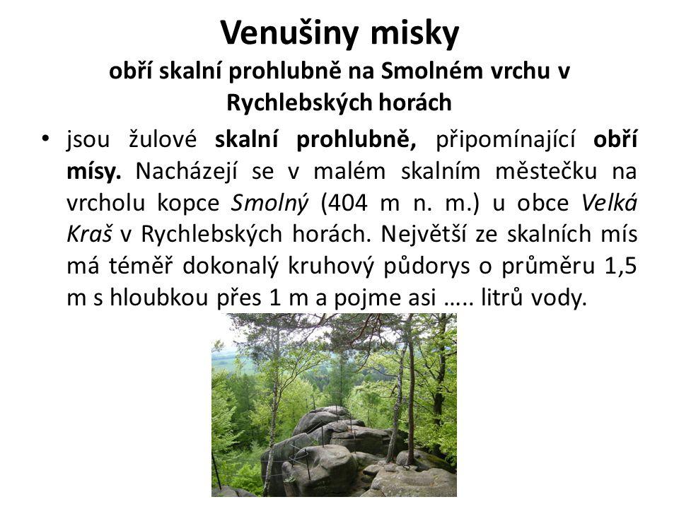 Venušiny misky obří skalní prohlubně na Smolném vrchu v Rychlebských horách