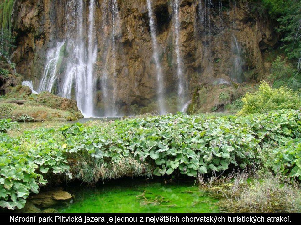Národní park Plitvická jezera je jednou z největších chorvatských turistických atrakcí.