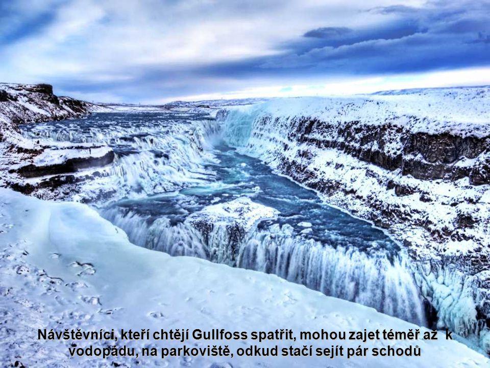 Návštěvníci, kteří chtějí Gullfoss spatřit, mohou zajet téměř až k vodopádu, na parkoviště, odkud stačí sejít pár schodů