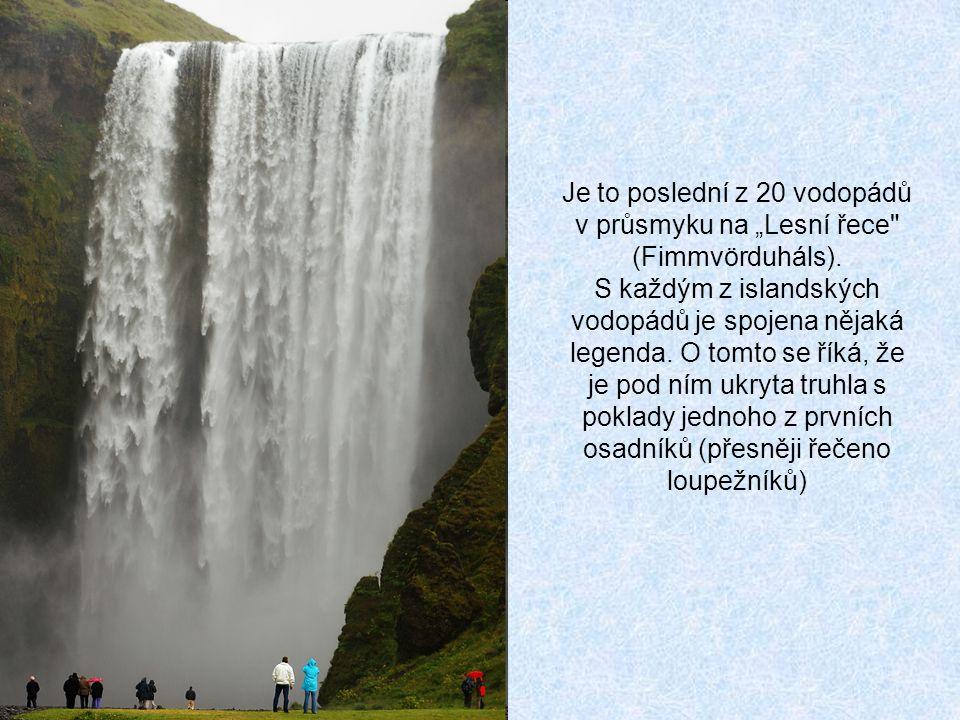 """Je to poslední z 20 vodopádů v průsmyku na """"Lesní řece (Fimmvörduháls)."""