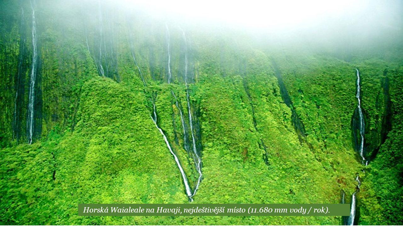 Horská Waialeale na Havaji, nejdeštivější místo (11.680 mm vody / rok).