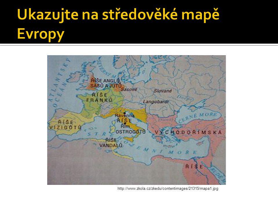 Ukazujte na středověké mapě Evropy