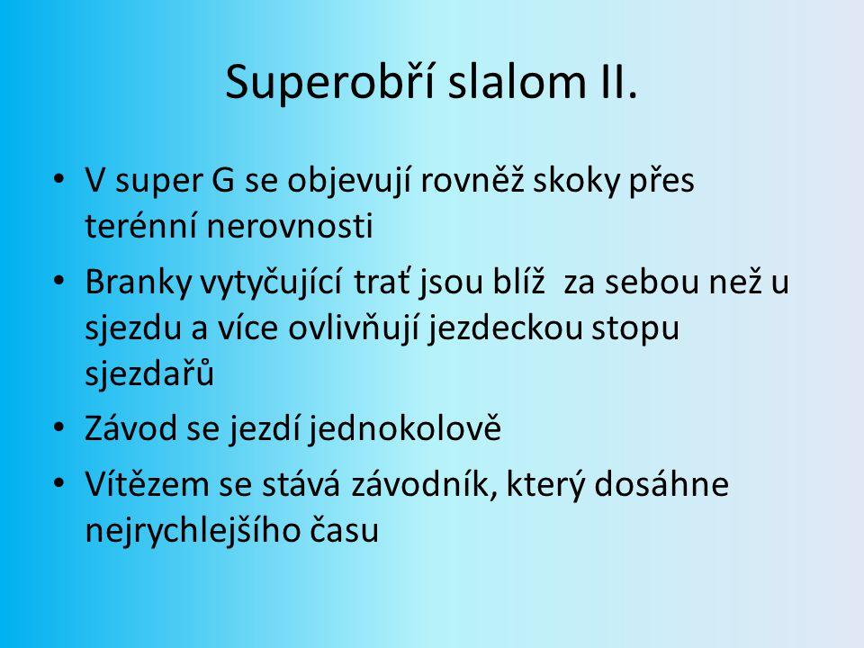 Superobří slalom II. V super G se objevují rovněž skoky přes terénní nerovnosti.