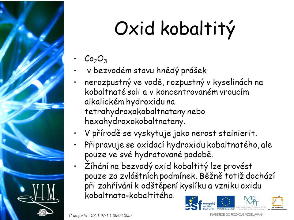Oxid kobaltitý Co2O3 v bezvodém stavu hnědý prášek
