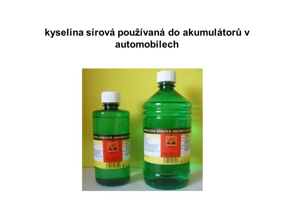 kyselina sírová používaná do akumulátorů v automobilech