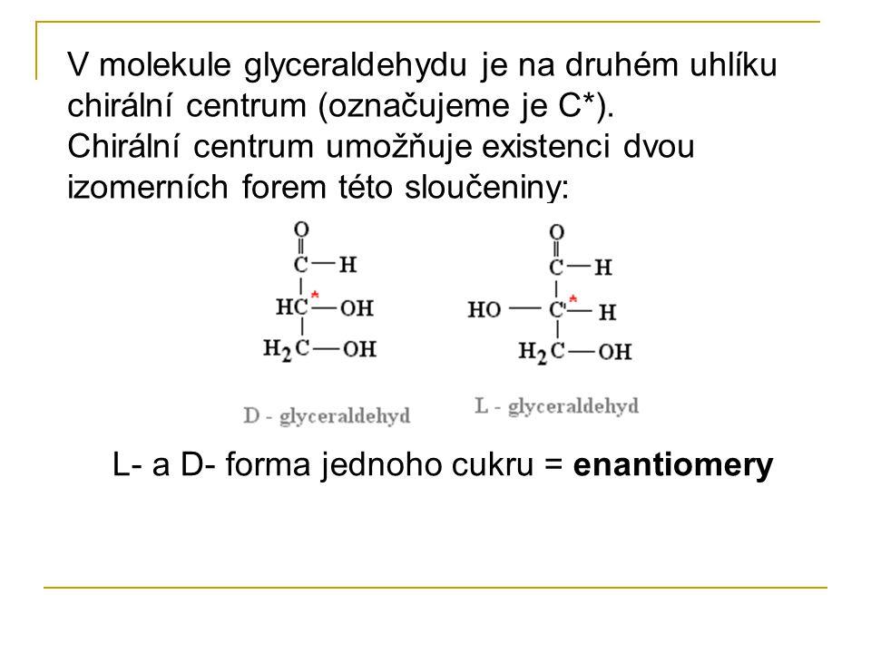 V molekule glyceraldehydu je na druhém uhlíku chirální centrum (označujeme je C*).