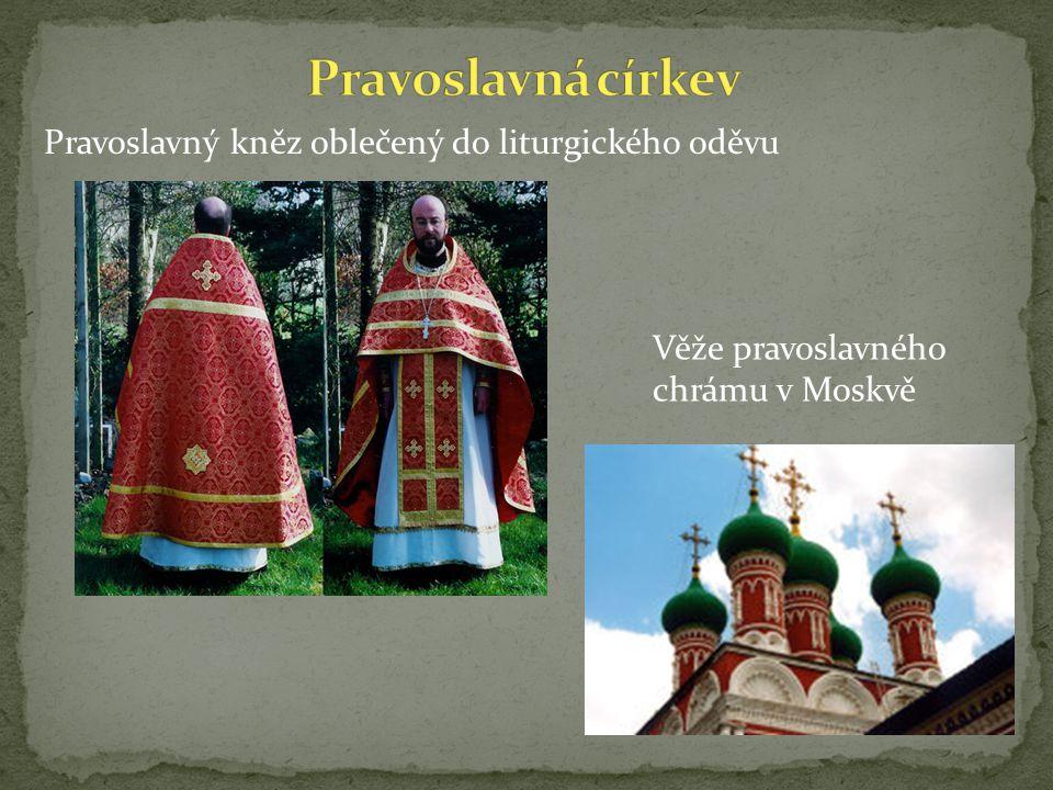 Pravoslavná církev Pravoslavný kněz oblečený do liturgického oděvu