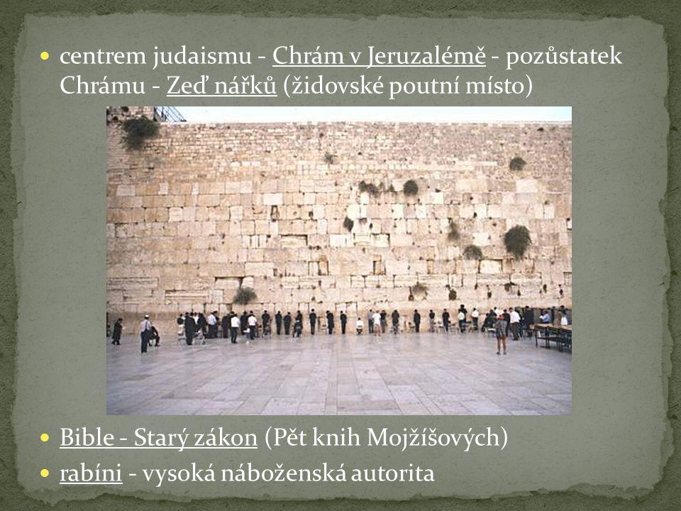 centrem judaismu - Chrám v Jeruzalémě - pozůstatek Chrámu - Zeď nářků (židovské poutní místo)