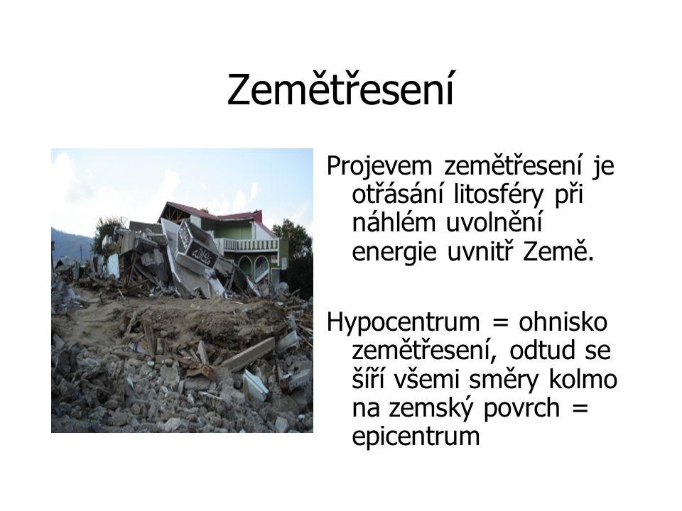 Zemětřesení Projevem zemětřesení je otřásání litosféry při náhlém uvolnění energie uvnitř Země.