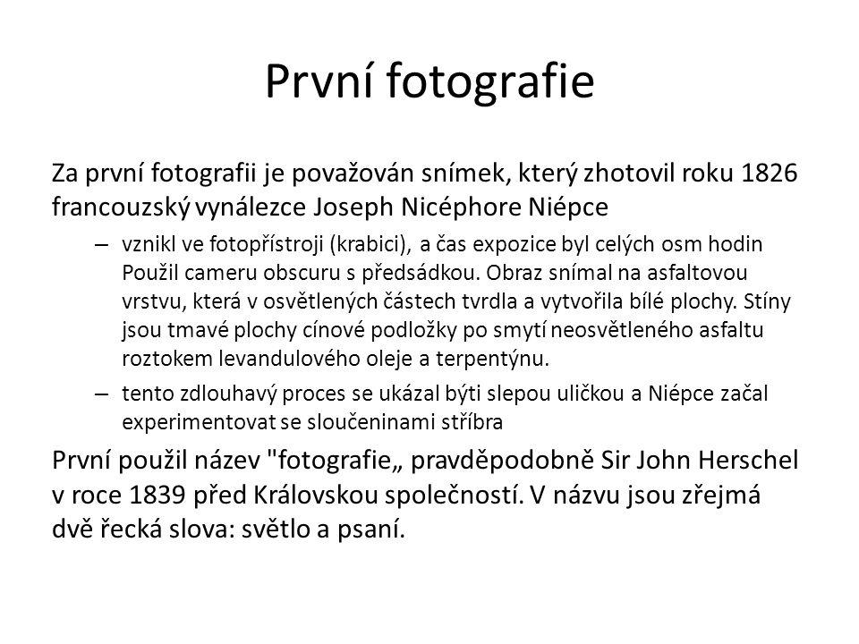 První fotografie Za první fotografii je považován snímek, který zhotovil roku 1826 francouzský vynálezce Joseph Nicéphore Niépce.